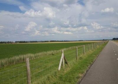 fietsen langs de buitendijk- Camping de Lage Werf