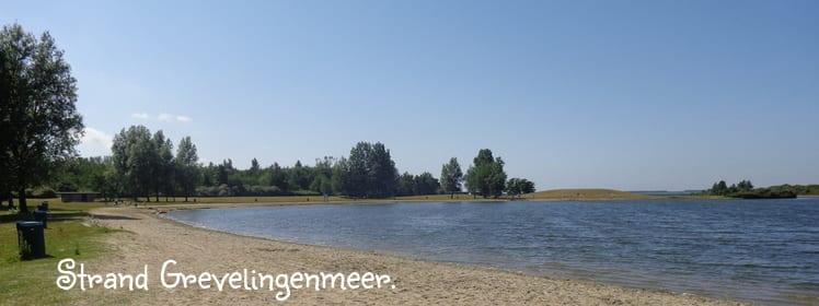 Het strand bij Grevelingenmeer in Goeree Overflakkee -Zeeland is ideaal om te ontspannen en te zwemmen.