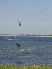 Voor watersportliefhebbers is er vlakbij Camping De Lage Werf het Grevelingenmeer.