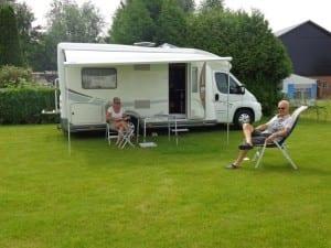 Geniet van onze ruime en schone kampeerplaatsen.