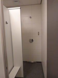 Schone en moderne douches bij camping de Lage Werf.