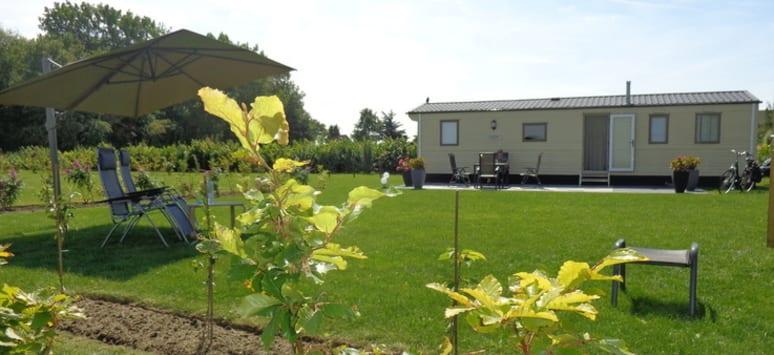 Onze ruime en schone staanplaatsen zijn zowel geschikt voor caravan als chalet!