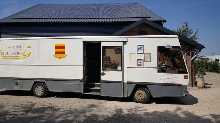Winkelwagen komt langs op de camping.